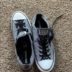 Striped low top Converse in excellent condition